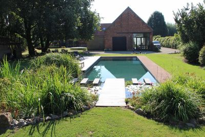 Nominee GEONET: Natural Pool with red brick skirting