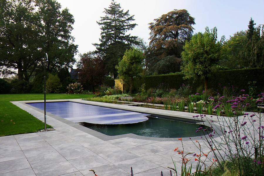 living-pool-in-traditional-design